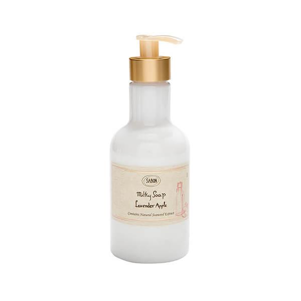 Shiroのサボンボディソープは、石鹸のような清潔感のある香りが特徴的。人気ブランドShiroの定番商品で、男女問わず使用できる香り。デザインもシンプルでおしゃれなため、お風呂場の空間をおしゃれに彩ってくれる。